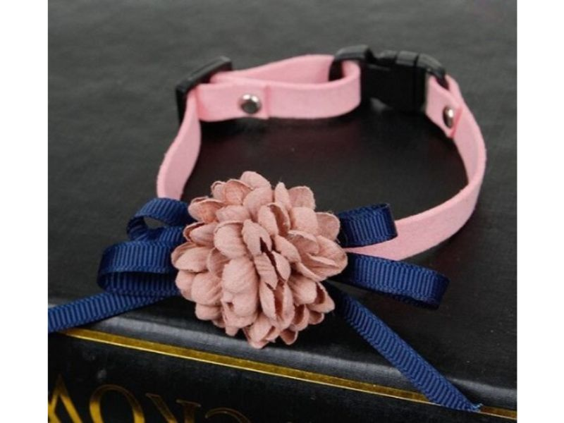 Luxury Cat Collar – Soft Velvet with Flower (Light Pink)