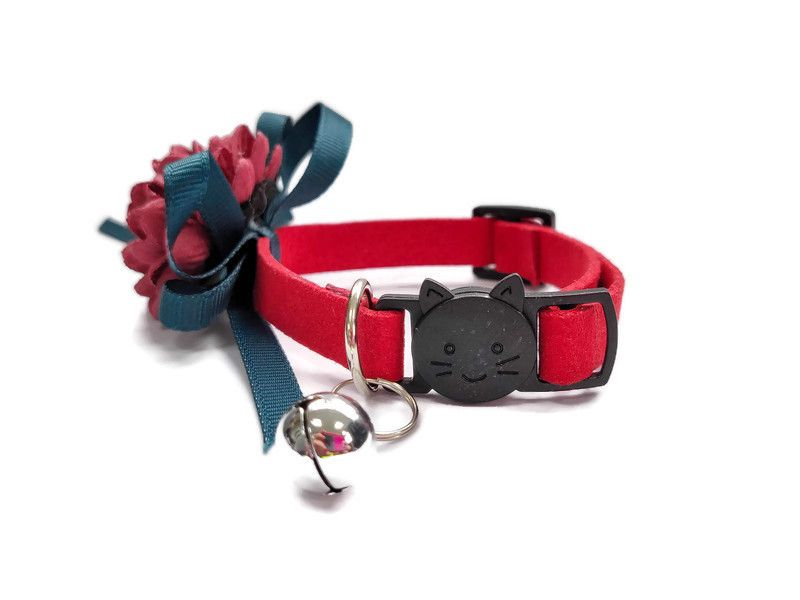 Luxury Cat Collar – Soft Velvet with Flower (Red)2