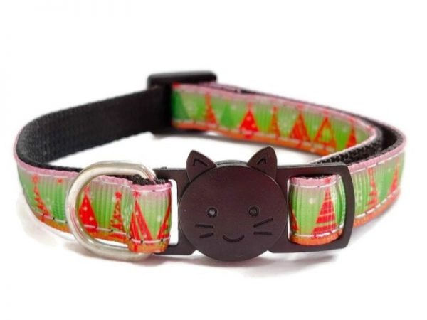 Christmas Cat Collar – Red with Green Christmas Tree Print